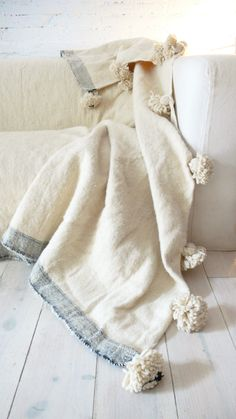 Image of Moroccan POM POM Wool Blanket Ecru and lateral stripe Grey 47 Lovely Traditional Decor Style You Will Want To Keep – Image of Moroccan POM POM Wool Blanket Ecru and lateral stripe Grey Source Textiles, Diy Pompon, Blue Cream, Blue And White, Ivory White, Boho Home, Linens And Lace, Wool Blanket, Home Textile