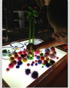 Epic Childhood - Reggio, Light Table Play, and Light Play Reggio Emilia, Motor Activities, Sensory Activities, Activities For Kids, Sensory Table, Sensory Bins, Sensory Play, Licht Box, Light Board