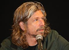 """""""This is writing for me—a cold hand on a warm forehead."""" Excellent interview with Knausgaard in The Paris Review. """"Mijn strijd"""" (6 delen) door Karl Ove Knausgärd"""