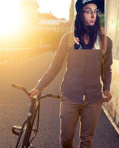 Je cite Mr. Parenthèse : « La chose qui me tanne le plus quand je me promène sur mon fix?! Les criss de skateboarder. » Marc Seguin, Photos Originales, Knee Boots, Ruffle Blouse, Pants, Ajouter, Women, Fashion, Entertainment
