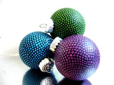 Amazing polka dot ornaments @PearlesPainting {Etsy}