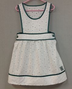 After reading so much Victorian literature I kind of want to make a pinafore as an apron.