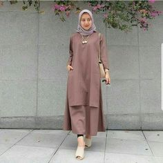 New Tunik Muslim Cherie Abaya Mode, Mode Hijab, Hijab Casual, Muslim Women Fashion, Islamic Fashion, Model Baju Hijab, Abaya Fashion, Fashion Outfits, Dress Outfits