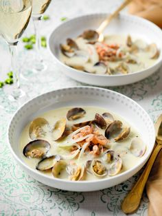 Frugal Food Items - How To Prepare Dinner And Luxuriate In Delightful Meals Without Having Shelling Out A Fortune Venkelsoep Met Vongole En Garnaaltjes Spar Surprise Recipe, Microwave Dishes, Bistro Food, Egg Dish, Fish Dishes, Frugal Meals, Food Items, My Favorite Food, Healthy Recipes