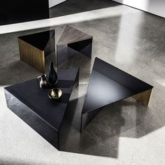 Regolo Triangular Glass and Wood Coffee Table - Klarity