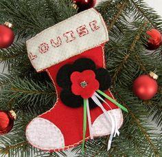 Pour que le matin de Noël votre petite fille puisse découvrir ses cadeaux dans cette jolie botte de Noël personnalisée à son prénom.