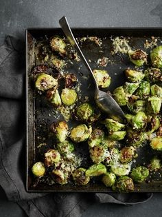 Parmesan Brussels sprouts, Food And Drinks, Vegearian Christmas meals: Parmesan Brussel Sprouts Veggie Christmas, Xmas Food, Christmas Cooking, Christmas Meals, Christmas Parties, Christmas Dinner Recipes, Holiday Recipes, Vegetarian Christmas Recipes, Xmas Desserts