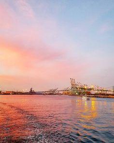 I'll just concentrate on the beauty of California today.  #sunset #california #kalifornia #yhdysvallat #longbeach #satama #auringonlasku #harbor #travel #matkalla #reissu #ulkosuomalainen #matkabloggaaja #matkailu (via Instagram)
