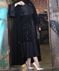 Image may contain: one or more people and people standing Burqa Designs, Abaya Designs, Islamic Fashion, Muslim Fashion, Abaya Fashion, Fashion Dresses, New Abaya Style, Kaftan, Mode Abaya