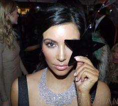More Illuminati symbolism, this time by Kim Kardashian http://www.themphmethod.com/