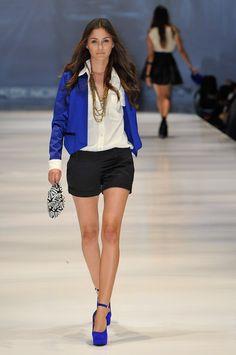JOHANNA ORTZ, black short, white shirt with royal blue blazer and pumps Blue Shoes Outfit, Blue Blazer Outfit, Cobalt Blazer, Royal Blue Blazers, Royal Blue Shoes, Short Outfits, Cool Outfits, Summer Outfits, Love Fashion