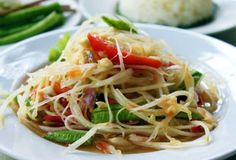 Spicy Thai Papaya Salad Recipe- omg! This looks sooooo good!!!! I need to learn to make this!! :)