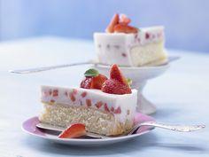 Erdbeer-Joghurt-Torte - mit Buttermilch - smarter - Kalorien: 231 Kcal - Zeit: 1 Std.  | eatsmarter.de