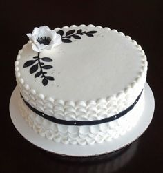 Buttercream piped petal effect. fondant accents, gumpaste an Buttercream Cake Designs, Buttercream Fondant, Cupcake Icing, Fondant Cakes, Cupcake Cakes, Pretty Cakes, Beautiful Cakes, Amazing Cakes, Ruffle Cake