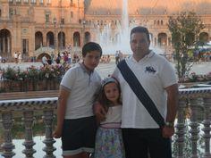 Mi familia, en Plaza de España, Sevilla