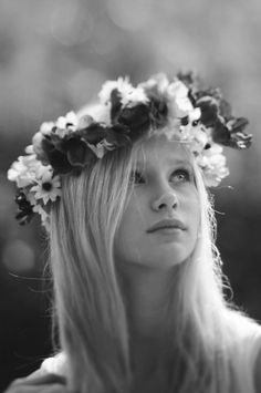Black and white photo.. summer flower crown #CCSummerStyle