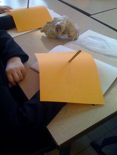 Blind contour drawing - simple idea for covering drawing Teaching Drawing, Drawing Lessons, Teaching Art, Contour Drawing, Blind Drawing, Book Drawing, High School Art, Middle School Art, Classe D'art