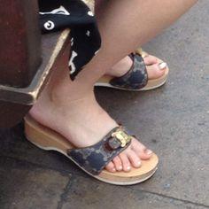 Sexy Sandals, Summer Sandals, Sexy Heels, Flat Sandals, Daniel Green Slippers, Clogs, Dr Scholls Sandals, Wooden Sandals, Cute Toes