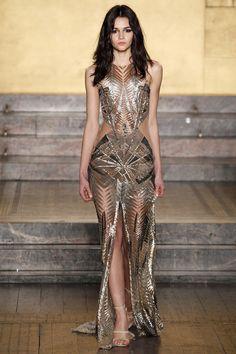 Julien MacDonald - F/W 2016 Style Haute Couture, Couture Fashion, Runway Fashion, Fashion Week, Look Fashion, Fashion Show, Fashion Pics, Luxury Fashion, Fall Fashion