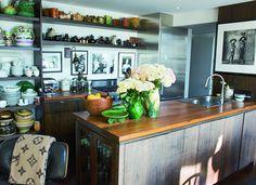 11 Celebrity Kitchens You'll Love via Grace Coddington NYC Apartment Grace Coddington, Grace Kitchen, Celebrity Kitchens, Apartment Kitchen, York Apartment, Loft Kitchen, Manhattan Apartment, Open Kitchen, Studio Apartment