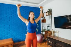 This drop-set dumbbell workout will strengthen your biceps, triceps and shoulders in just 20 minutes — all you need is a heavy and lighter set of weights. Drop Sets Workout, Dumbbell Shoulder Press, Shoulder Stand, Weight Set, Reduce Weight, Lose Weight, Heavy And Light, 20 Minute Workout, Dumbbell Workout