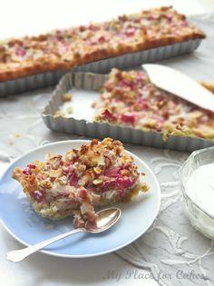 Rabarbertærte med kokos og mandler (Recipe in Danish) Danish Cake, Danish Food, Denmark Food, Cooking Cookies, Rhubarb Recipes, Sweet Tarts, Eat Dessert First, Food Cakes, Base Foods