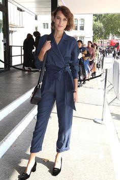 Alexa Chung en combinaison Topshop Unique au défilé printemps-été 2016 http://www.vogue.fr/mode/inspirations/diaporama/fwpe16-les-meilleurs-looks-de-la-fashion-week-de-londres-printemps-t-2016-soires-dfils/22653#alexa-chung-en-combinaison-topshop-unique-au-dfil-printemps-t-2016