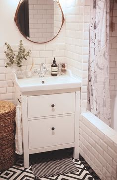 """Our little guest bathroom makeover: the """"before"""" and """"after"""" pictures!Small bathroom makeover on a budget Paris Bathroom, Diy Bathroom Decor, Bathroom Styling, Bathroom Organization, Bathroom Storage, Basement Bathroom, Bathroom Renovations, Bathroom Ideas, Small Bathroom Vanities"""