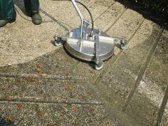 Lavaggio di rampa carrabile e scivolo per auto, sistema di lavaggio con alta pressione e sola acqua.