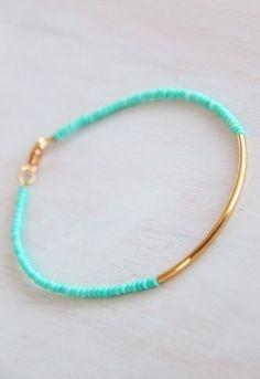 Seed bracelet with gold bar Diy Bracelet Holder Paper Towel, Diy Bracelet Button, Diy Necklace Holder, Diy Bracelet Box, Diy Tassel Earrings, Bracelet Charms, Travel Jewelry, Diy Jewelry, Beaded Jewelry