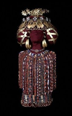Queen Pu-abi, in all her regalia: Her jewelry weighed 14 pounds. This is a recent reconstruction (2009) of the queen's finery, done by the Penn Museum,  from The Royal Tombs of Ur, Sumerian, ancient Mesopotamia
