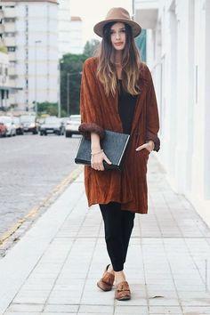 'Maxi-abrigo', el complemento de tendencia que le brinda elegancia a tu outfit, perfecto para los días fríos. Te mostramos cómo usar esta pieza para atuendos formales e informales.