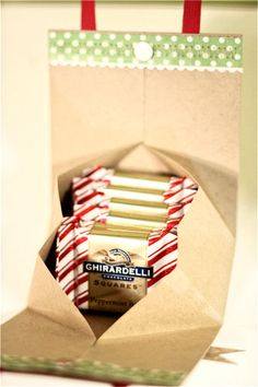 Tutorial to create a small bag for treats, paper crafts from scrapbook paper
