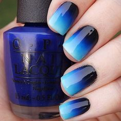 19 Gorgeous Ombre Nails - Black to pale blue is such an attractive gradient.