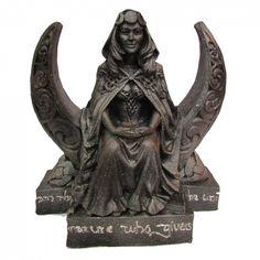 """Deusa Lua Wicca 25cm. <br> Estátua em Resina <br>Representação do sagrado feminino (Deusa Lua) <br>Para a maioria dos Wiccanos, o Deus e Deusa são vistos como polaridades complementares no universo, existindo um equilíbrio entre um e outro, e desta forma têm sido comparados com o conceito de yin e yang, como sendo """"encarnações de uma força de vida manifesta na natureza"""",outros acreditam que o Deus e a Deusa são seres verdadeiros que existem de forma independente. Às duas divindades são…"""