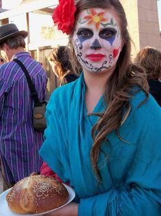 An offering of pan de muertos on el Dia de los Muertos in Mariachi Plaza. By RSS Photo