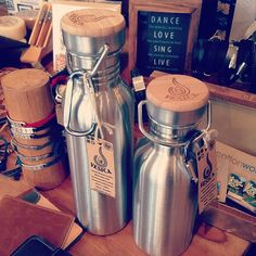 stainless steel water bottles BPA free recyclable with bamboo lids in 800ml and 532ml www.vesica.com.au