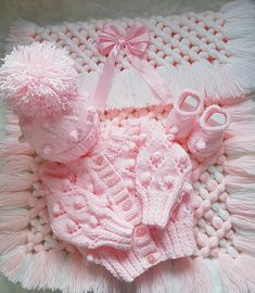 New baby crochet blanket girl pink free pattern 35 ideas Crochet Throw Pattern, Baby Cardigan Knitting Pattern Free, Knitting Baby Girl, Baby Boy Knitting Patterns, Baby Blanket Crochet, Baby Patterns, Knit Baby Sweaters, Knitted Baby Clothes, Pull Bebe