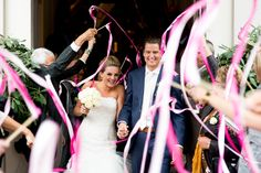 Mon et Mine Bruidsfotografie top 2012 | Waving ribbons after ceremony