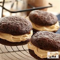 Upgrade the classic whoopie pie with our Chocolate Peanut Butter Whoopie Pies recipe. Prepare the pies using Devil's Food cake mix and once they are done, create its filling by mixing creamy peanut butter and vanilla frosting. Combine two halves by using Peanut Butter Whoopie Pie Recipe, Cake Mix Whoopie Pies, Whoopie Pie Filling, Jif Peanut Butter, Chocolate Whoopie Pies, Peanut Butter Filling, Cake Mix Cookies, Peanut Butter Recipes, Cookies Et Biscuits