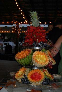 fruit displays for parties Fruit Centerpieces, Fruit Decorations, Edible Arrangements, Food Decoration, Fruit Tables, Fruit Buffet, Fruit Trays, Food Tables, Party Buffet