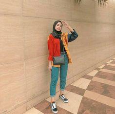 Super Fashion Hijab Style Remaja 53 Ideas Source by hijab Modern Hijab Fashion, Street Hijab Fashion, Hijab Fashion Inspiration, Muslim Fashion, Modest Fashion, Korean Fashion, Fashion Outfits, Hijab Casual, Hijab Chic