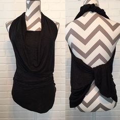 Who knew there were SO MANY WAYS to wear a Lindsay?? Turn your Lularoe wrap around and turn it into a halter top! Great idea for traveling!