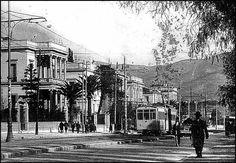 Basilisis Sofias + Koumpari, 1925 -Athens Greece Pictures, Old Pictures, Old Photos, Vintage Photos, Bauhaus, Old Greek, Greece Photography, Athens Greece, Old City
