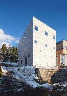Case by Jun Igarashi Architects_ celosía a tracción rodeando la casa
