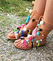 b97df759bb0 Μοναδικά χειροποίητα δερμάτινα σανδάλια με λουρια που δένουν έως και ψηλά  στο γόνατο και τραβούν τα