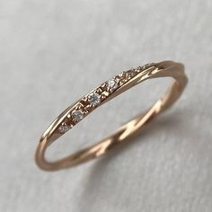 WEDDING RINGS – THE KNOT STYLE BUCKLE Wedding rings nowadays no more only have a symbolic meaning. More and more wedding couples also want rings that influence using their sophisticated style and henc Curved Wedding Band, Diamond Wedding Bands, Wedding Rings, Gold Wedding, Free Wedding, Wedding Ideas, Ukraine, Delicate Rings, Ring Verlobung