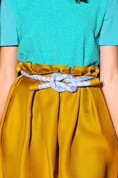 "Roksanda Ilincic Spring 2012 - ""Knot-a-cal"" Ceinture Large, Fashion Corner, Fashion Details, Fashion Design, Oriental Fashion, Roksanda, High Fashion, Womens Fashion, Casual Elegance"
