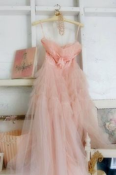 pink dress pretty-in-pink Vintage Prom, Vintage Mode, Vestidos Vintage, Vintage Outfits, Vintage Fashion, Pink Vintage Dresses, Vintage Couture, Retro Dress, Pink Fashion