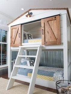 In the Fixer Upper season four finale, Chip and Jo take on a project for some special clients and deliver a makeover that's way long on 'wow' factor. #Beds #diyhomedecor